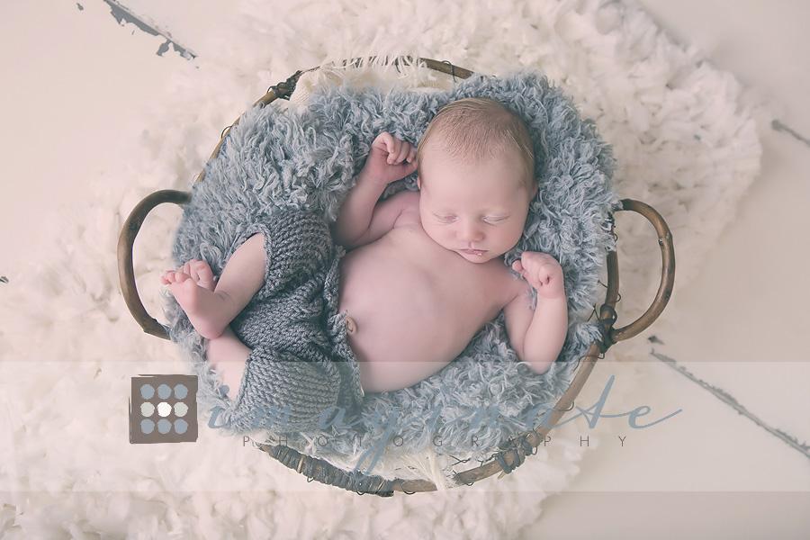 newborn-baby-boy-alexander-45